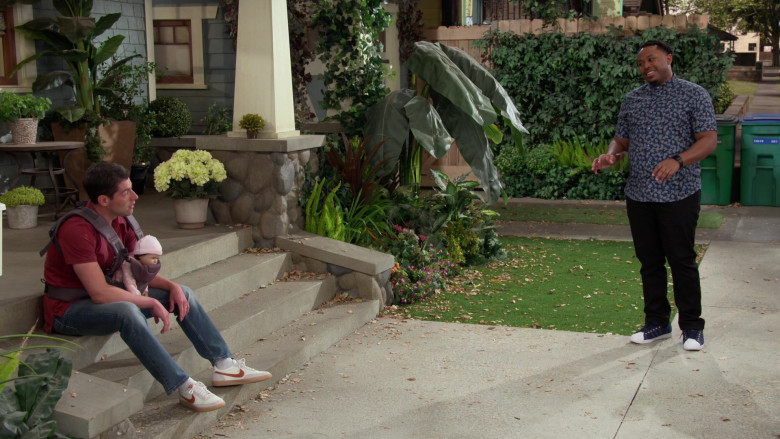 Nike Killshot Shoes of Max Greenfield as Dave in The Neighborhood S03E16 (2)