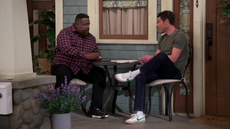 Nike SB Heritage Vulc Sneakers of Max Greenfield as Dave in The Neighborhood S03E16 Welcome to the Test Run (2021)