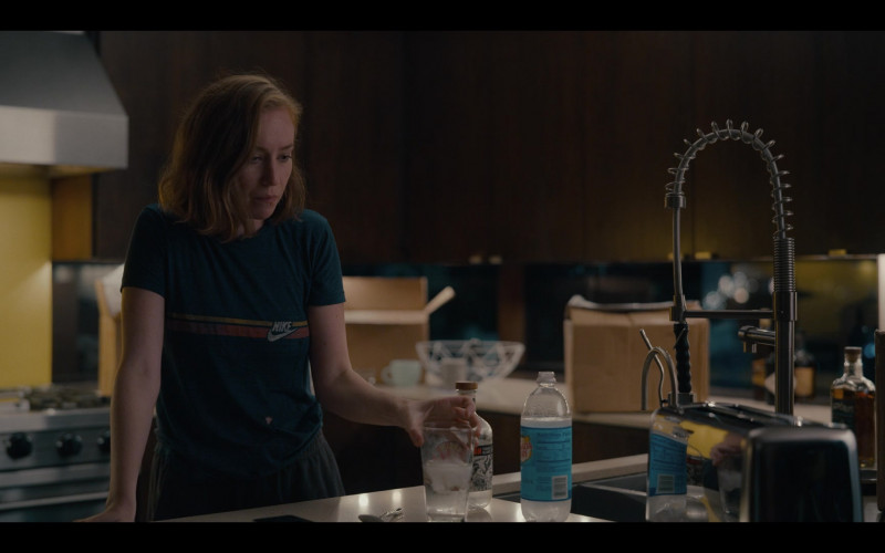 Nike T-Shirt and Canada Dry Soda in Hacks S01E01 Tbd (2021)