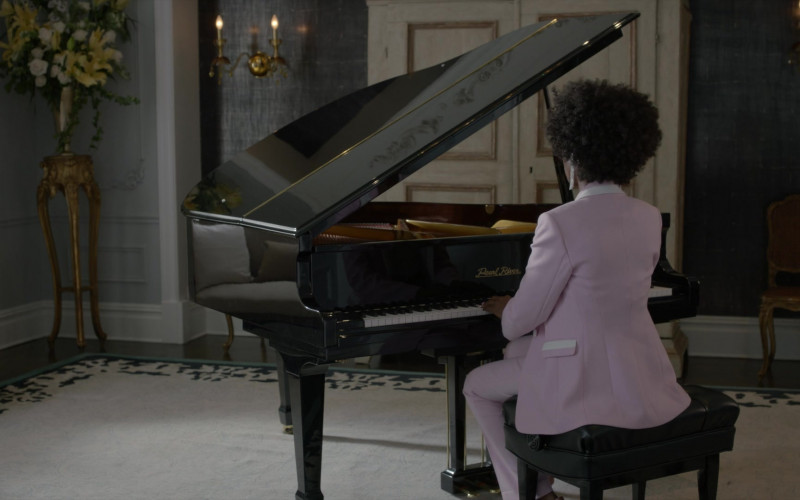 Pearl River Piano in Pose S03E06 Something Old, Something New (1)