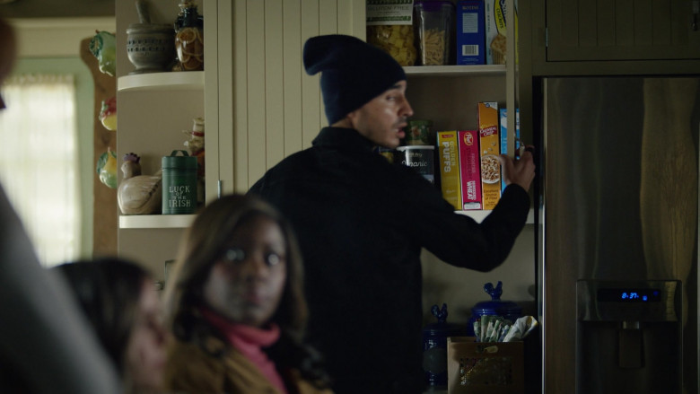 Post Shredded Wheat Frosted Strawberry Cereal in Good Girls S04E07 Carolyn With a Y (2021)