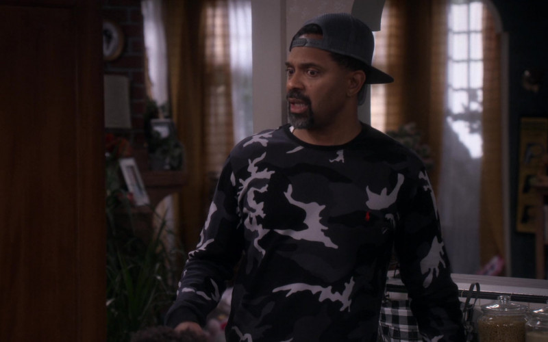 Ralph Lauren Men's Sweater of Mike Epps as Bennie Upshaw in The Upshaws S01E10 The Backslide (2021)