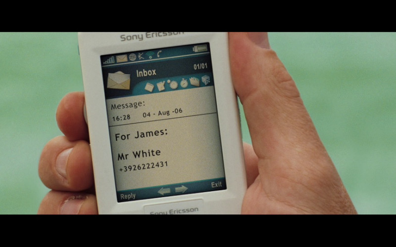 Sony Ericsson M600i mobile phone in Casino Royale (2006)