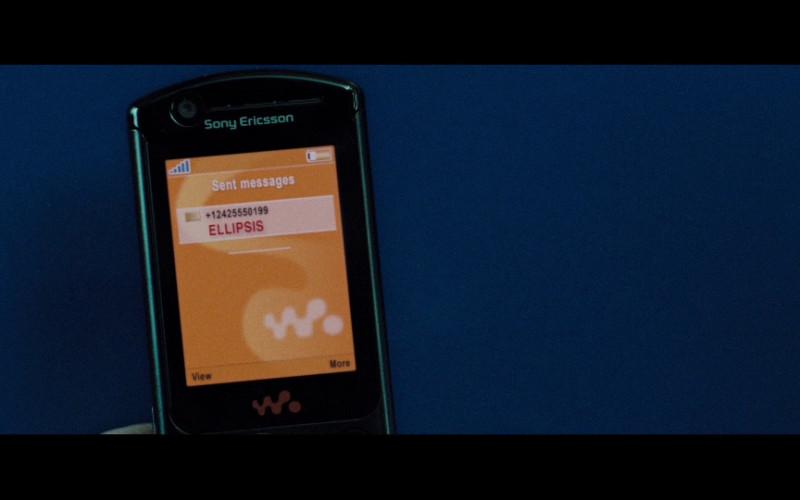 Sony Ericsson Walkman mobile phone in Casino Royale (2006)