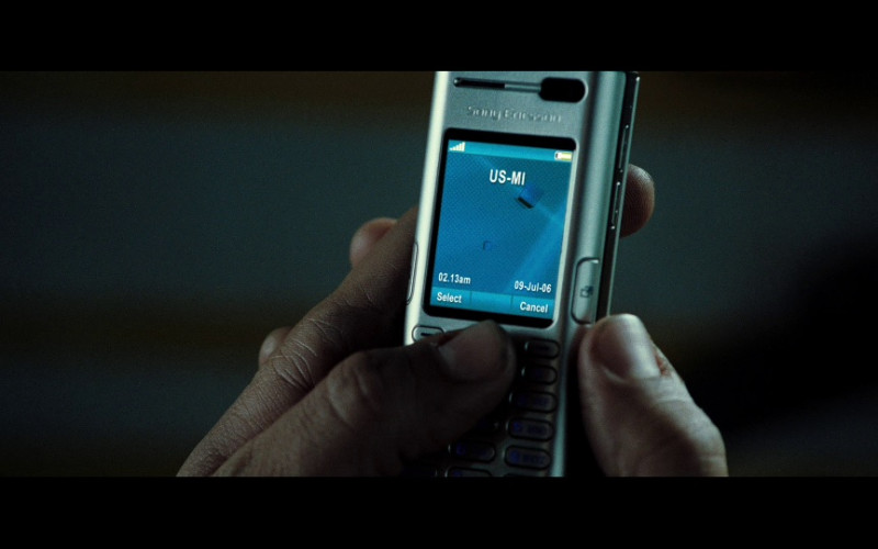 Sony Ericsson mobile phone used by Actor in Casino Royale (2006)
