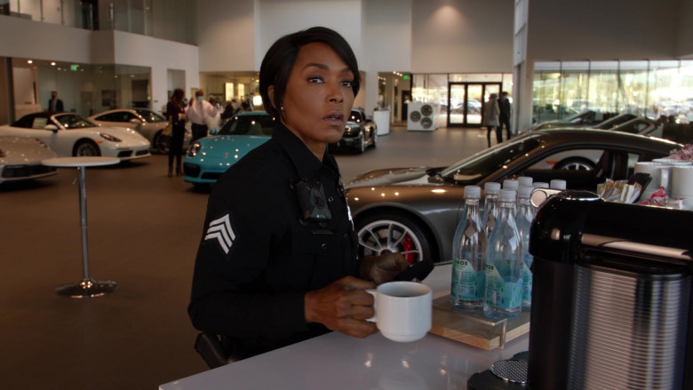 Tahoe Artesian Water Bottles in 9-1-1 S04E11 First Responders (2021)