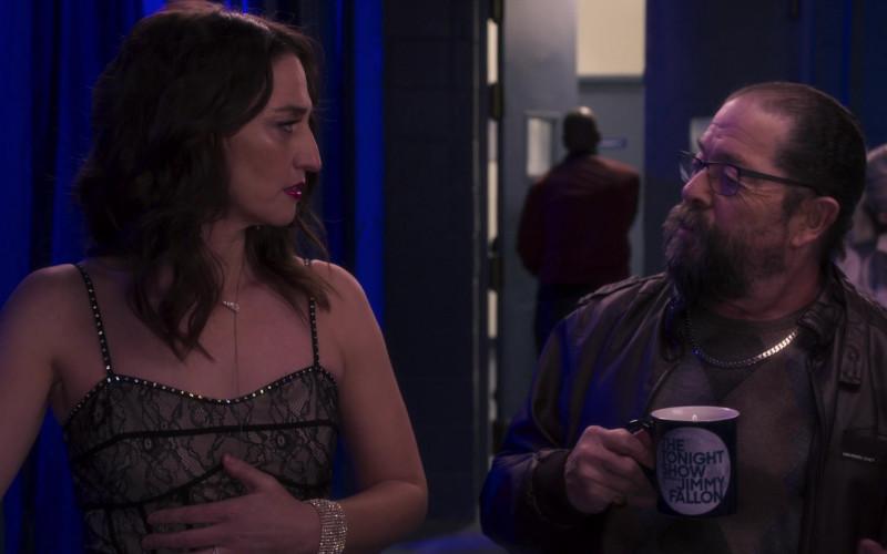 The Tonight Show Starring Jimmy Fallon Mug in Girls5eva S01E02 D'wasg (2021)