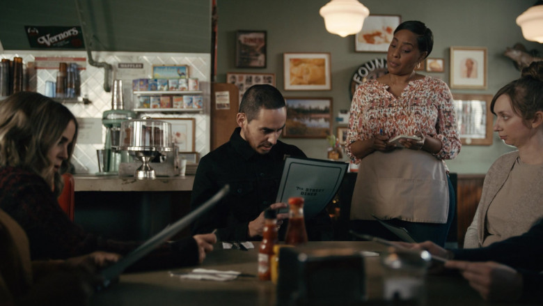 Vernors Ginger Soda Sign in Good Girls S04E07 Carolyn With a Y (2021)