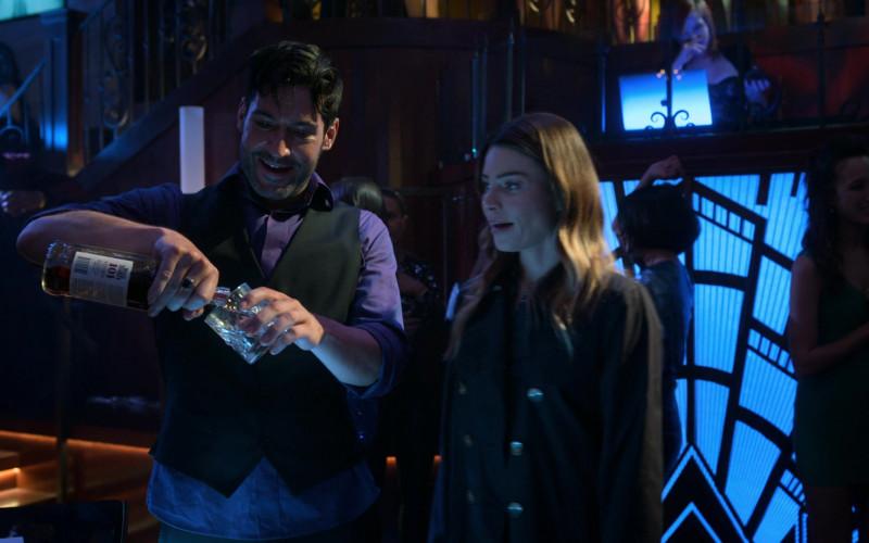 Wild Turkey 101 Kentucky Bourbon Whiskey Enjoyed by Tom Ellis in Lucifer S05E09 TV Show 2021 (2)