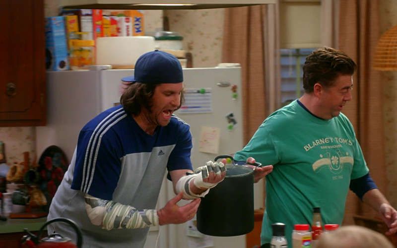 Adidas T-Shirt of Alex Bonifer as Neil in Kevin Can Fk Himself S01E03 We're Selling Washing Machines (2021)