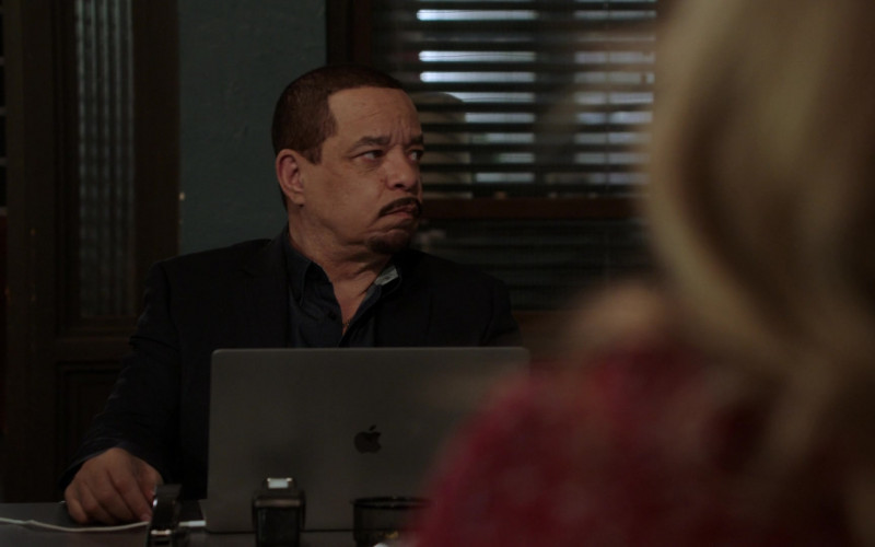 Apple MacBook Laptop Used by Ice-T as Odafin Tutuola in Law & Order Special Victims Unit S22E16 Wolves in Sheep's Clothing (1)