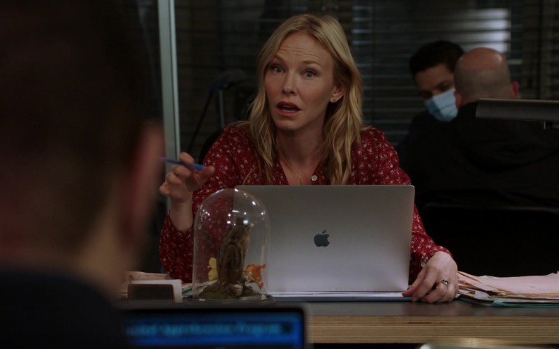 Apple MacBook Laptop Used by Kelli Giddish as Amanda Rollins in Law & Order Special Victims Unit S22E16 Wolves in Sheep's Clothing (2021)