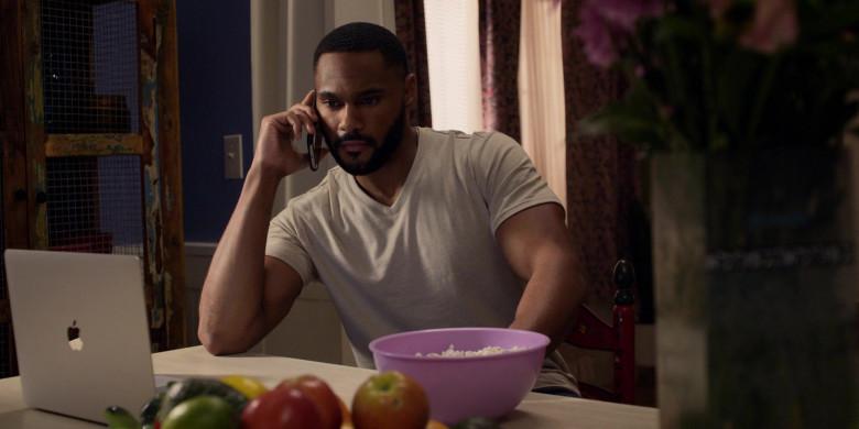 Apple MacBook Laptop of Jeff Pierre as Trey Barnett in Walker S01E13 Defend the Ranch (2021)