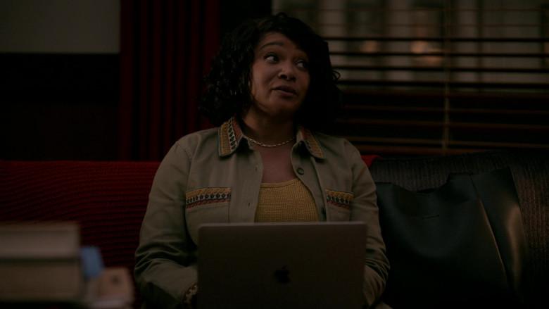 Apple MacBook Laptops in Rebel S01E10 (1)