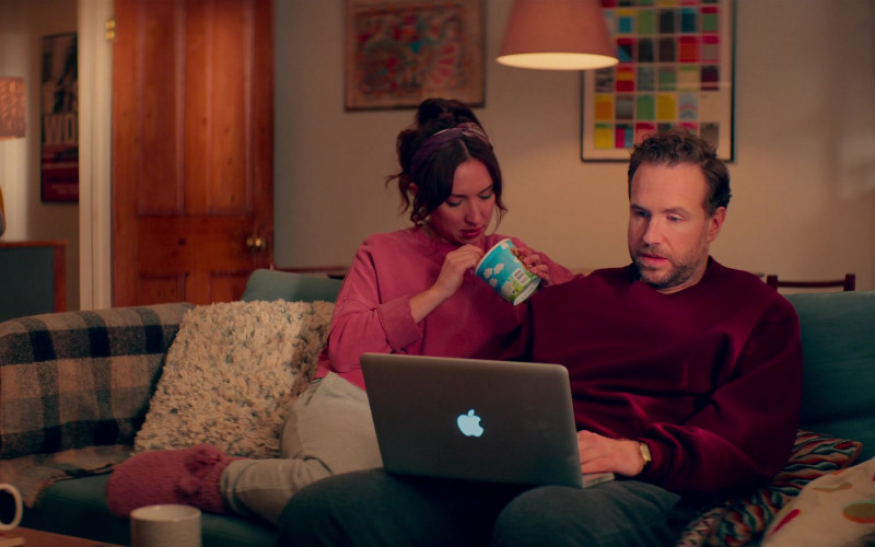 Apple MacBook Pro Laptop Used by Rafe Spall as Jason Ross & Esther Smith as Nikki Newman in Trying S02E05 (1)