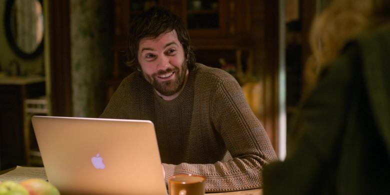Apple MacBook Pro Laptop of Jim Sturgess as Matthew Lisko in Home Before Dark S02E01 Not Giving Up (2021)