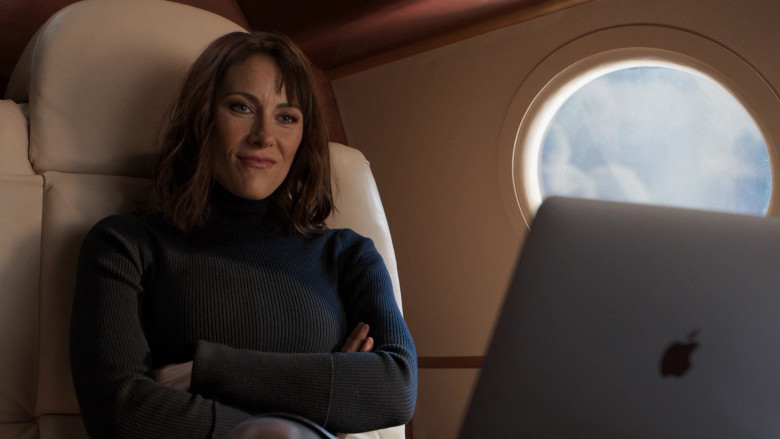 Apple MacBook Pro Laptop of Laura Benanti as Quinn Tyler in Younger S07E11 Make No Mustique (2021)