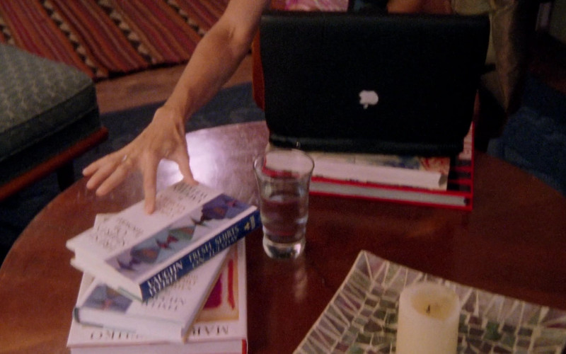 Apple Macintosh Powerbook Laptop in Sex and the City S02E15 Shortcomings (1999)