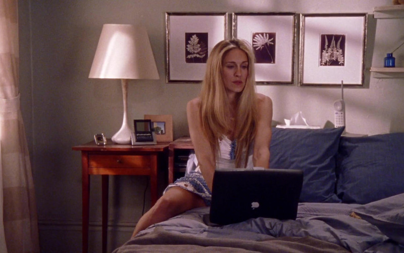 Apple PowerBook Black Notebook Used by Sarah Jessica Parker as Carrie Bradshaw in Sex and the City S02E12 TV Show