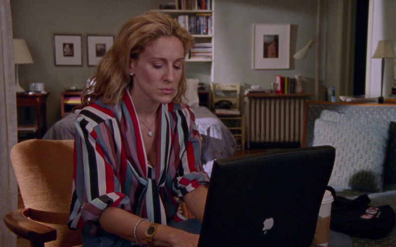 Apple PowerBook Laptop Used by Sarah Jessica Parker as Carrie Bradshaw in Sex and the City S03E02 Politically Erect (2000)