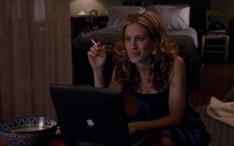 Apple Powerbook Laptop Used by Sarah Jessica Parker as Carrie Bradshaw in Sex and the City S03E05 No Ifs, Ands, or Butts (2000