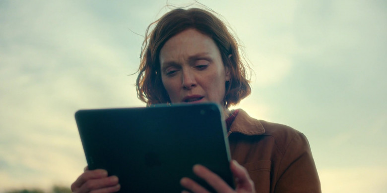 Apple iPad Tablet Used by Julianne Moore as Lisey Landon in Lisey's Story E03 Under the Yum-Yum Tree (2021)