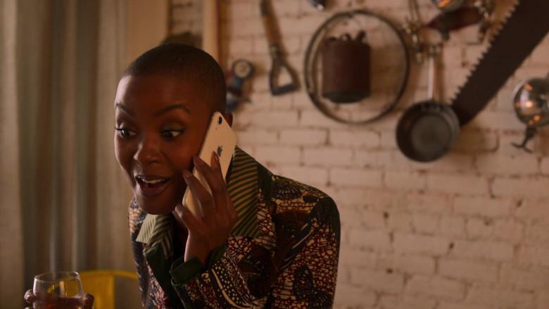 Apple iPhone Smartphone of Andrea Bordeaux as Ella McFair in Run The World S01E04 I Love Harlem (2021)