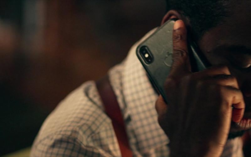 Apple iPhone Smartphone of Chris Rock as Det. Ezekiel 'Zeke' Banks in Spiral (2021)