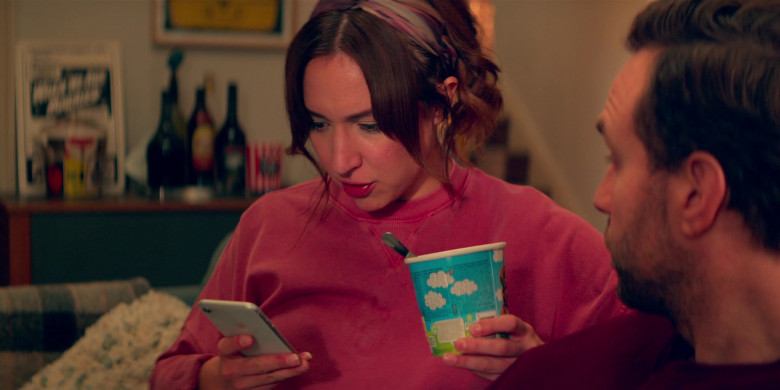 Apple iPhone Smartphone of Esther Smith as Nikki Newman in Trying S02E05 Maddest Sweetest Thing (2021)