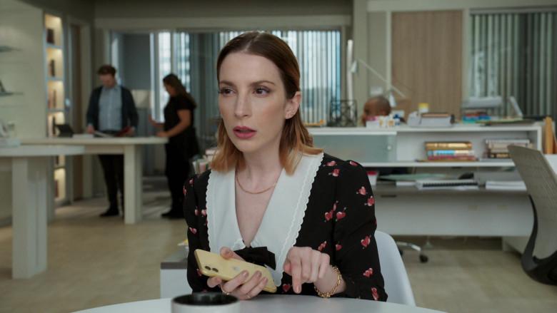 Apple iPhone Smartphone of Molly Bernard as Lauren Heller in Younger S07E12 Older (2021)