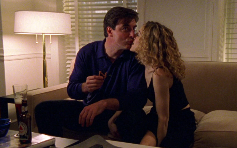 Bass Pale Ale Enjoyed by Chris Noth as Mr. Big in Sex and the City S01E11 The Drought (1998)