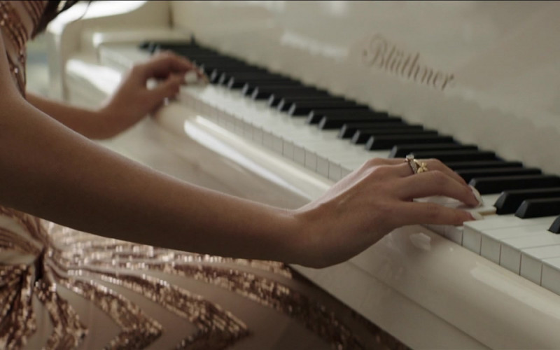 Blüthner White Piano in The Misfits (2021)