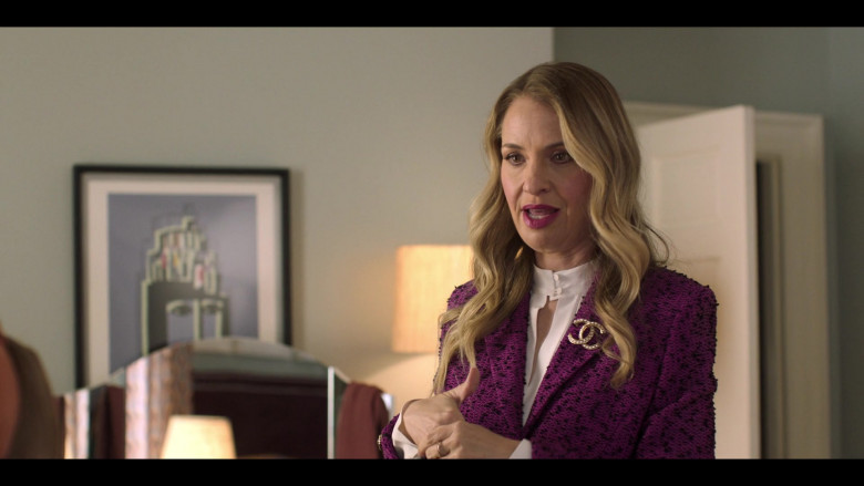 Chanel brooch pin in Love, Victor S02E05 Gay Gay (2021)