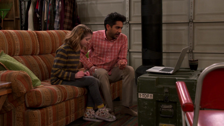 Converse Sneakers of Farrah Mackenzie as Hazel in United States of Al S01E11 BlackoutParchawi (2021)