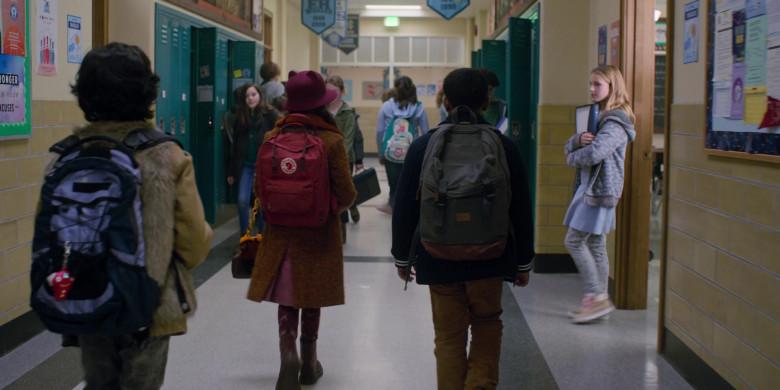 Fjallraven Kanken School Backpack of Brooklynn Prince as Hilde Lisko in Home Before Dark S02E01 (1)