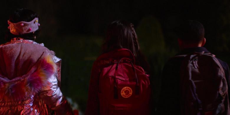Fjallraven Kanken School Backpack of Brooklynn Prince as Hilde Lisko in Home Before Dark S02E01 (3)