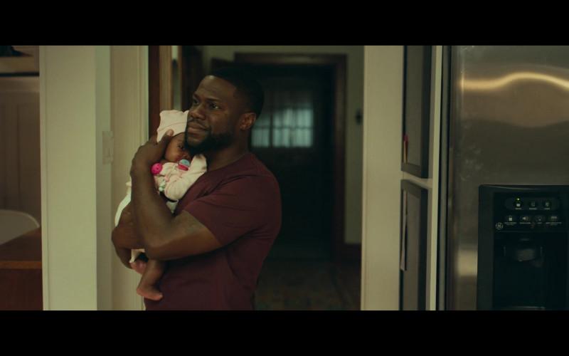 GE Refrigerator of Kevin Hart as Matthew Logelin in Fatherhood (2021)