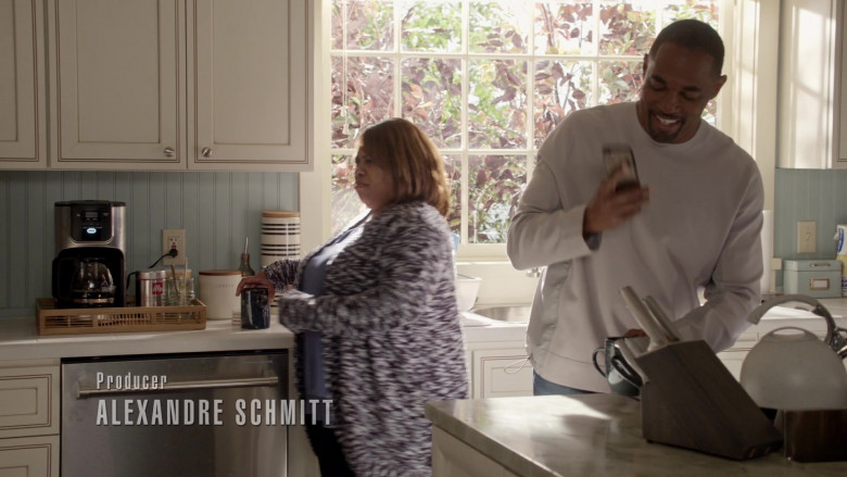 Illy Coffee in Station 19 S04E16 (1)