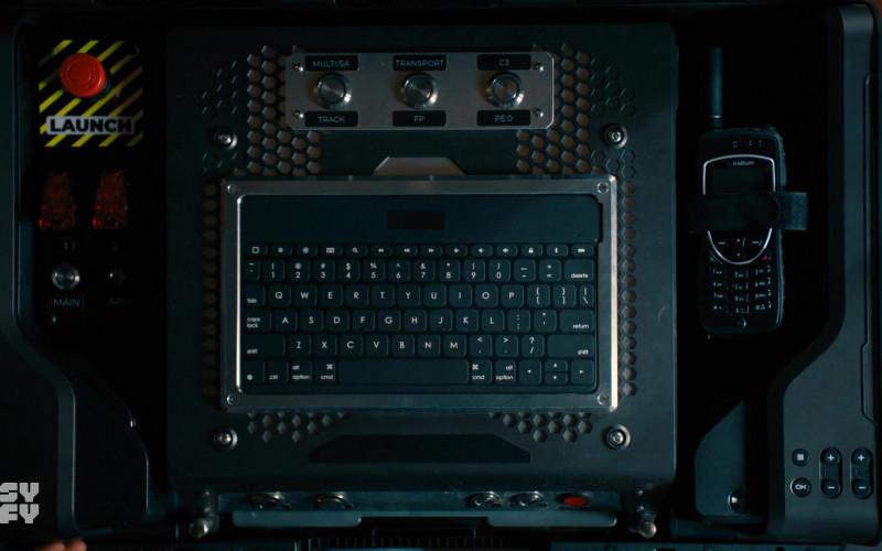 Iridium Satellite Phone in Van Helsing S05E10 E Pluribus Unum (2021)