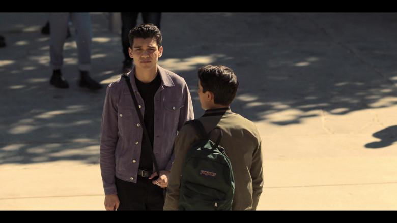 JanSport Backpack of Michael Cimino in Love, Victor S02E09 Victor's Day Off (3)