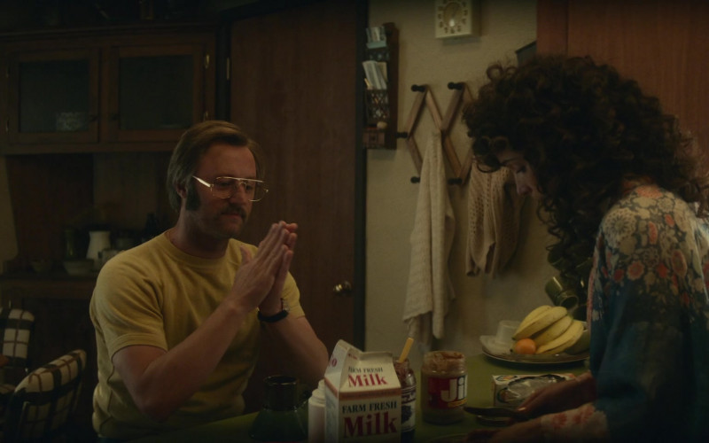 Jif Peanut Butter Enjoyed by Rory Scovel as Danny Rubin in Physical S01E02 TV Show (1)