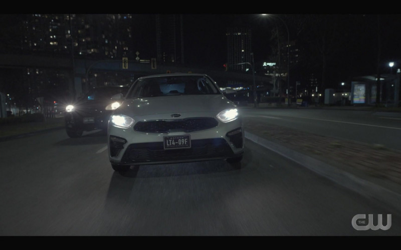 KIA Forte Car in Batwoman S02E15 Armed and Dangerous (2021)