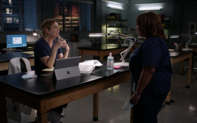 Microsoft Surface Tablets Used by Doctors in Grey's Anatomy S17E17 Someone Saved My Life Tonight (5)