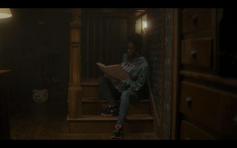 Nike Air Max 90 Women's Sneakers in The Chi S04E05 The Spook Who Sat by the Door (2021)