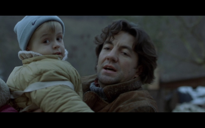 Nike baby knit cap in The Bourne Identity (2002)