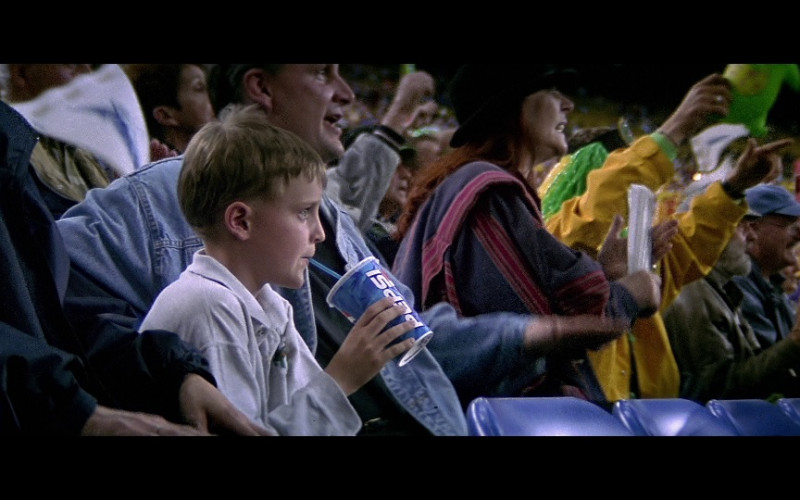 Pepsi Drink in The Sum of All Fears (2002)