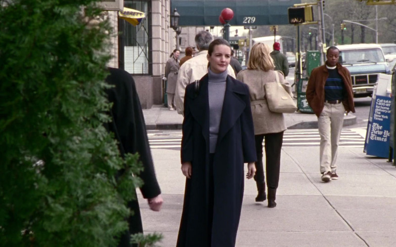 Sabrett Hot Dogs in Sex and the City S01E03 Bay of Married Pigs (1998)