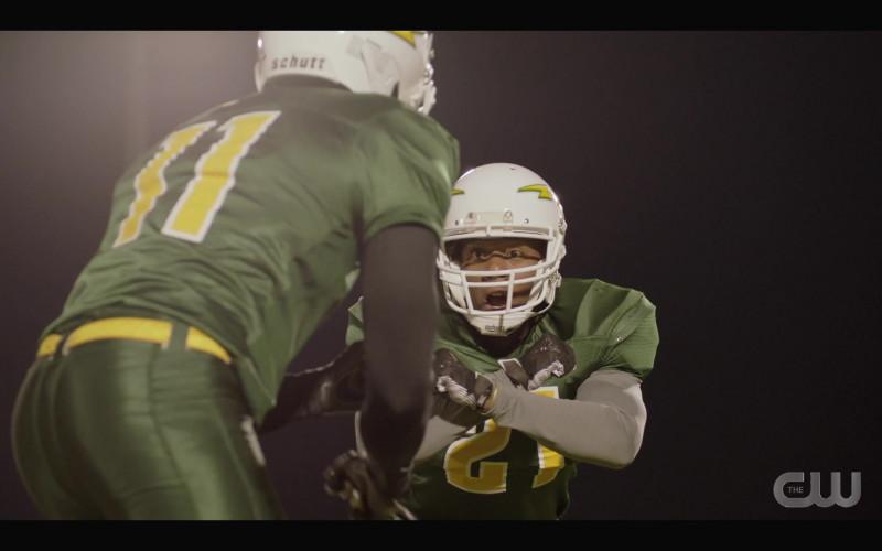 Schutt Football Helmets in All American S03E14 Ready or Not (2021)