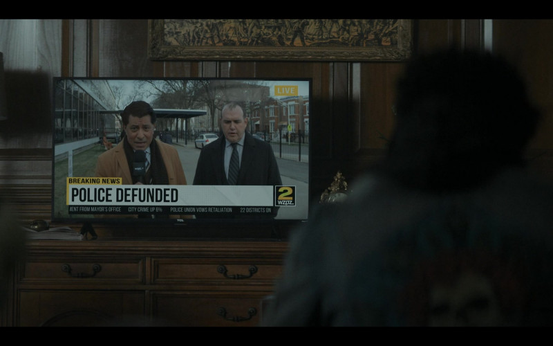 TCL TVs in The Chi S04E03 (1)