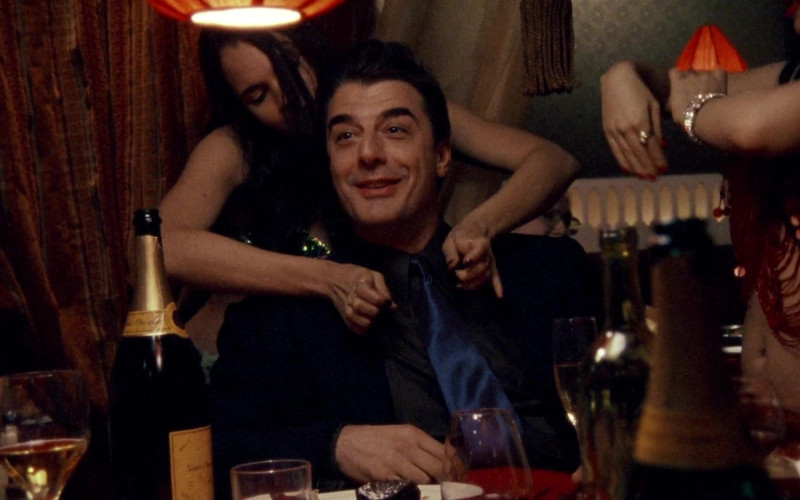 Veuve Clicquot Champagne in Sex and the City S02E02 The Awful Truth 1999 TV Series (1)